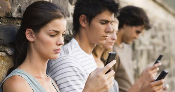 i social network rovinano la società moderna